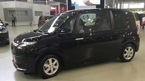 スペイドがマイナーチェンジでサプライズ発表!特別仕様車のFノーブルコレクションを設定