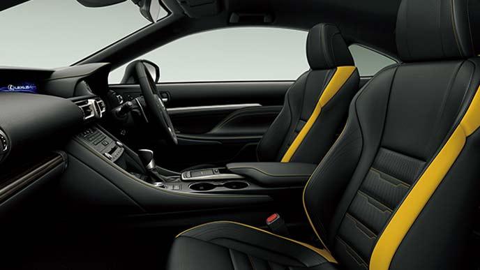 ブラック&アクセントマスタードイエロー(Fスポーツ専用色)の新型RCのインテリア