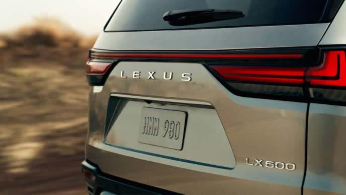 新型LX600のティザーイメージ