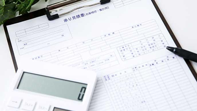車検の見積書と電卓