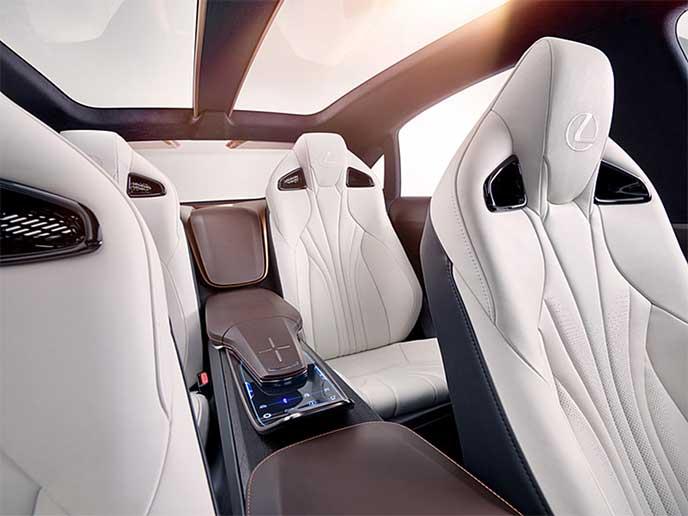 Lexus LF-1 Limitlessのレッグスペース