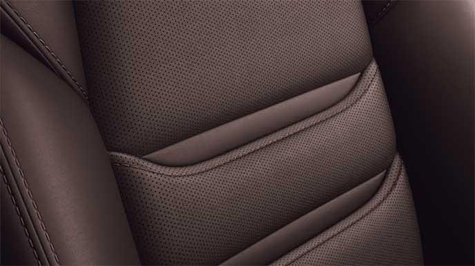 新型CX-8「ディープレッド」グレードのシート「ディープレッド」