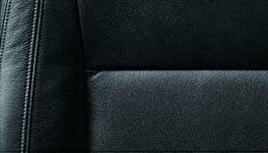 パジェロのシート素材「ブラック 本革」