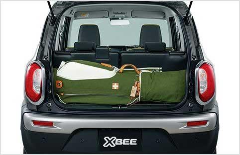 ゴルフバッグをラゲッジスペースに収納したクロスビー