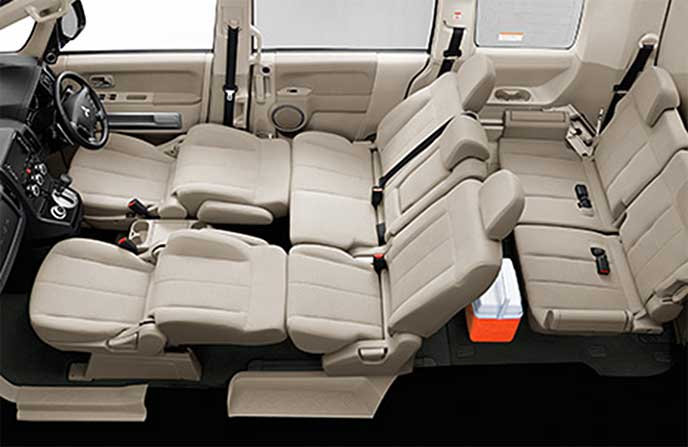デリカD5のフラットシートレイアウト「フロントシート~セカンドシート」
