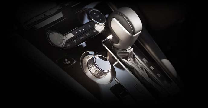 新型デリカD5のシフトレバーとドライブセレクター