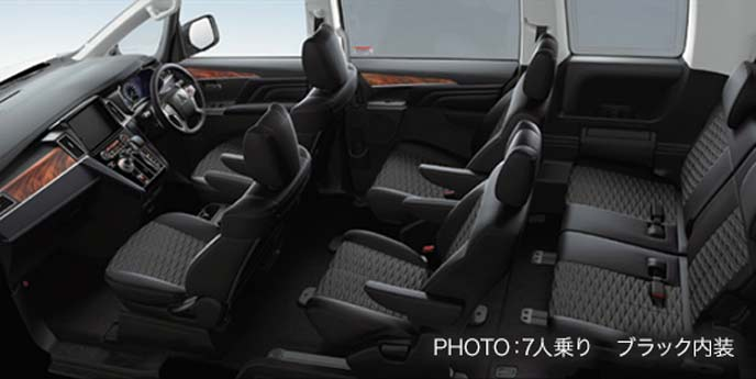 新型デリカD5の7人乗りブラック内装