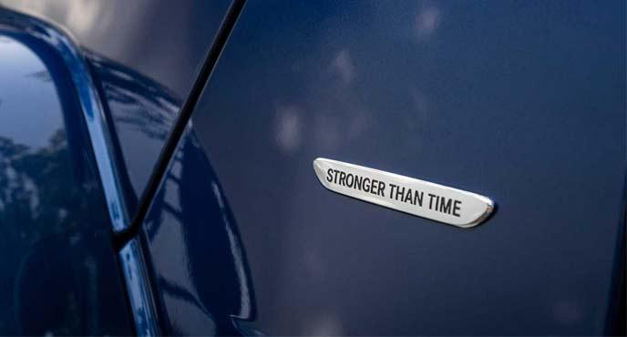 メルセデス・ベンツ40周年特別記念モデル Gクラス「Stronger Than Time Sdition」の特別感のあるバッジ
