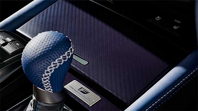 GS F「F 10th Anniversary」のブルーシフトノブ