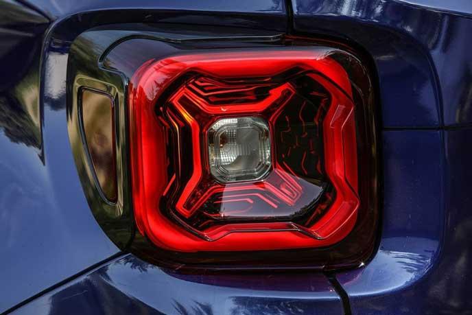 レネゲード2019年モデルのリヤコンビネーションランプ