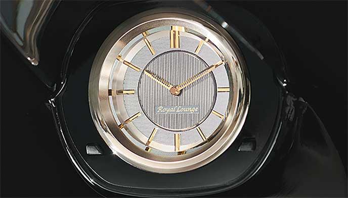 ヴェルファイア「ロイヤルラウンジ」の専用アナログ時計