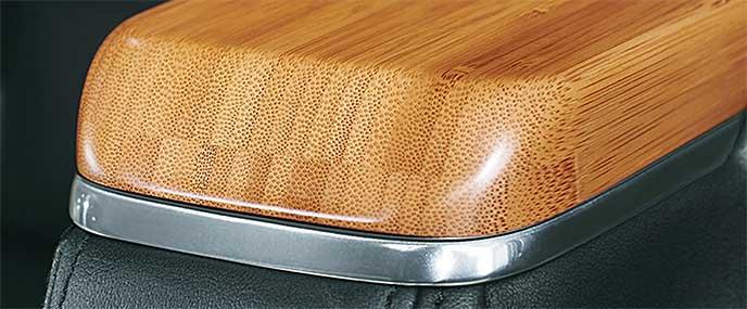 国産の竹を使用したヴェルファイア「ロイヤルラウンジ」のインテリア