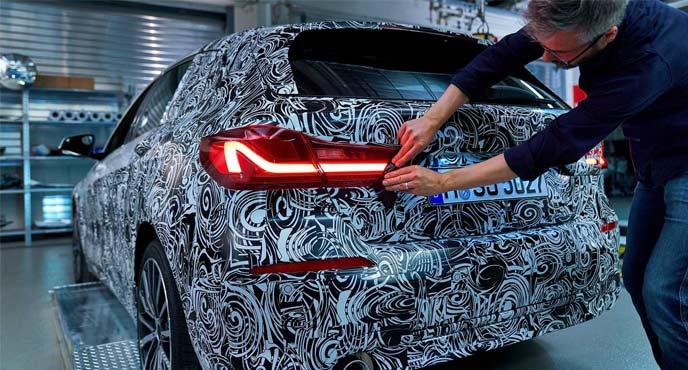 BMW次期1シリーズがカモフラージュをとる