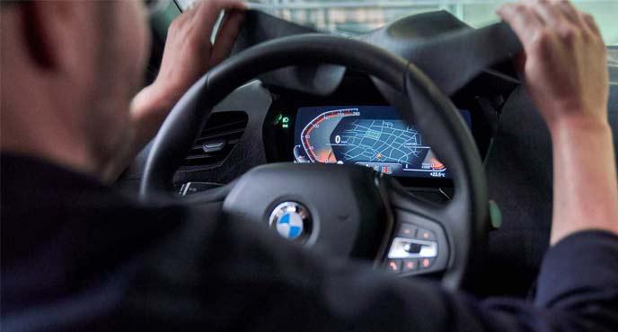 BMW次期1シリーズのコックピット