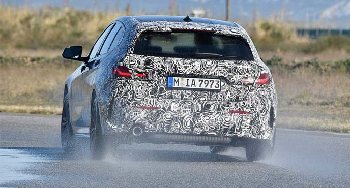 BMWが新型「1シリーズ」のプロトタイプのリヤ