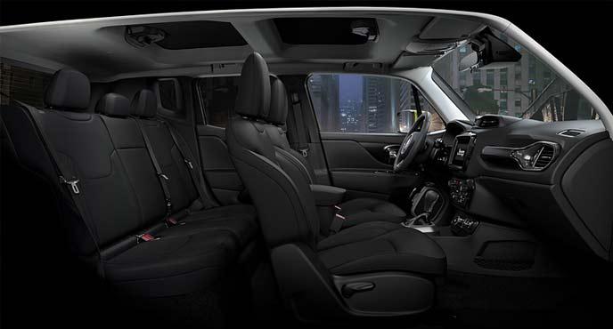ジープコンパクトSUVレネゲード特別仕様車「ナイトイーグル」