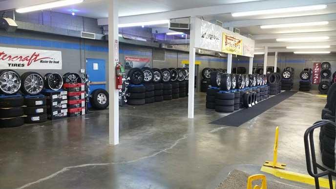 タイヤを保管する倉庫