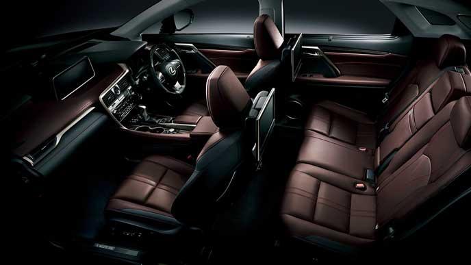 新型RXの豪華な素材が使われた内装
