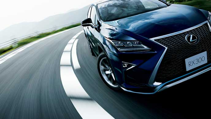 躍動感溢れる新型RXの走り