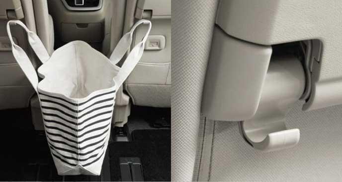 お買い物袋もひっかけられるシートバックフック
