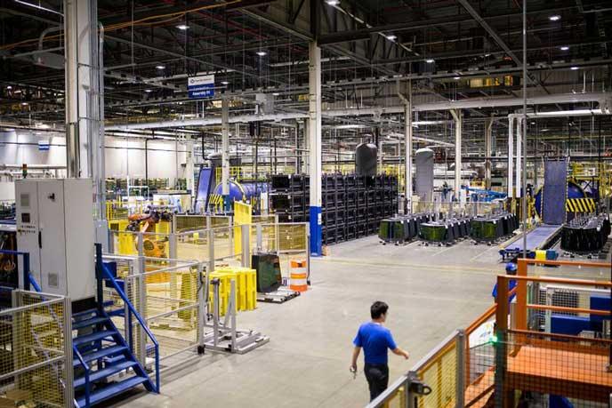 巨大な物流倉庫