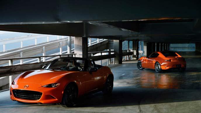 ロードスター30周年特別仕様車のソフトトップモデルとハードトップもRF