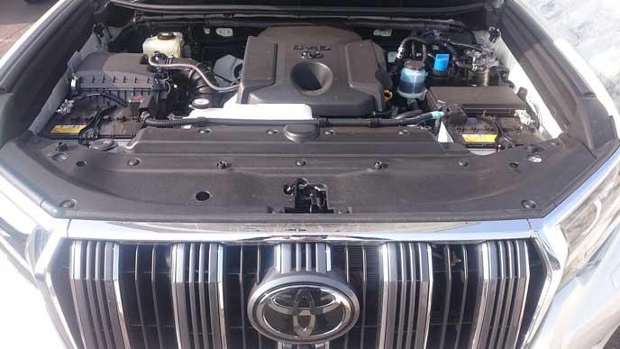 新型ランドクルーザープラド150系のエンジンルーム
