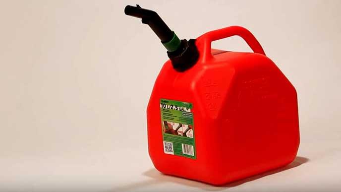 赤いガソリン携行缶