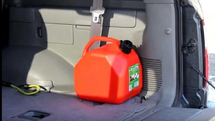車内で保管するガソリン携行缶