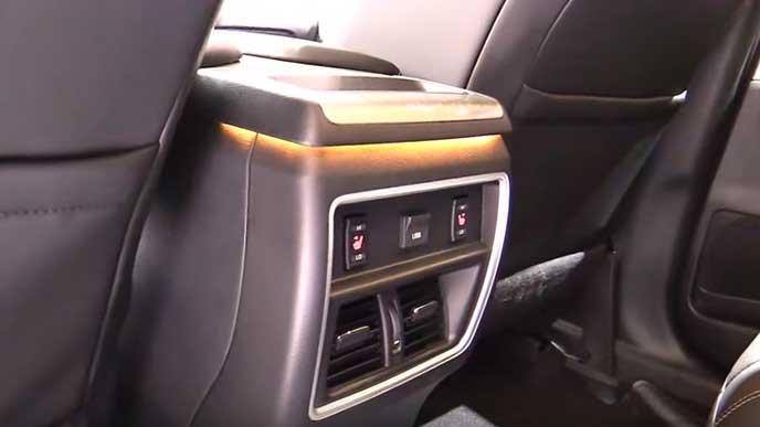 新型ムラーノの後席の空調