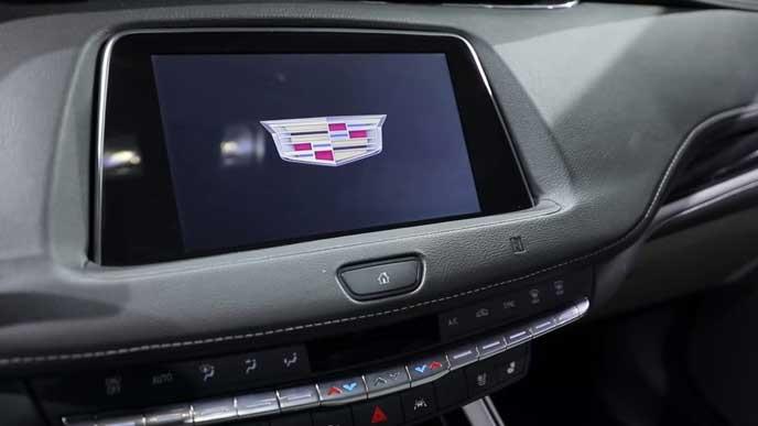 新型XT4の8.8インチ高解像度モニター