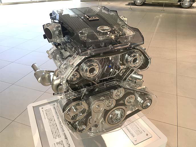VQ37VHR型のV型エンジン
