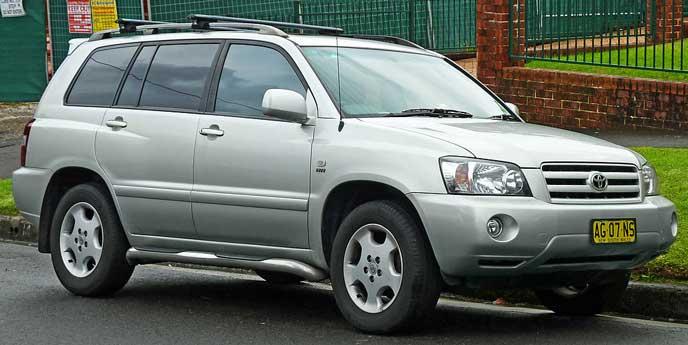 2000年に発売されたトヨタ クルーガーのエクステリア