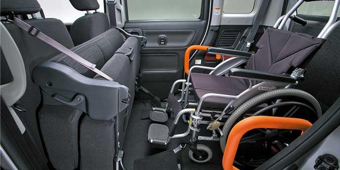 フレアワゴン車いす移動車の折り畳みリヤシート