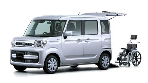 新型フレアワゴンの車いす移動車は3点式シートベルトなどの安全面と車いすを載せても広い室内が魅力