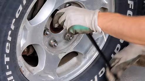 タイヤローテーション~駆動方式別方法と作業時間・工賃の目安