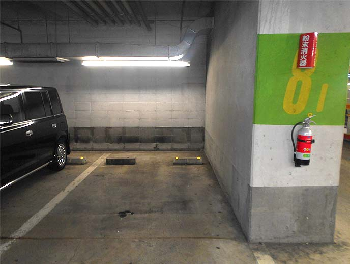 柱の横スペースに駐車にすればドアパンチのリスクは低減