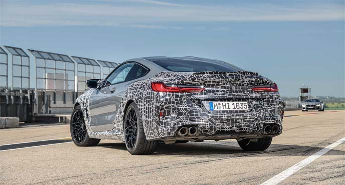 BMW8シリーズの新型「M8クーペ」の最新プロトタイプ