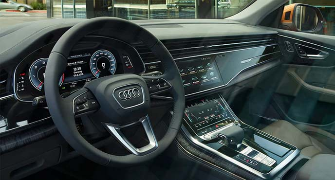 Audi Q8のコックピットる