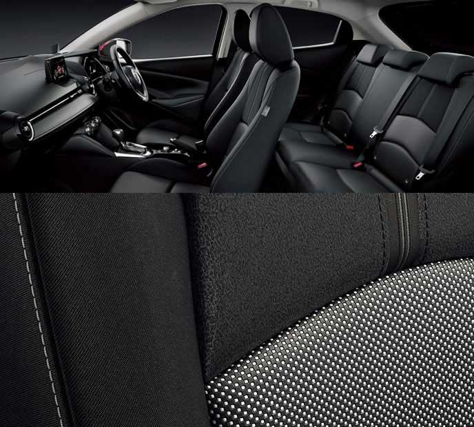 新型デミオのTouringに設定されるブラックの内装