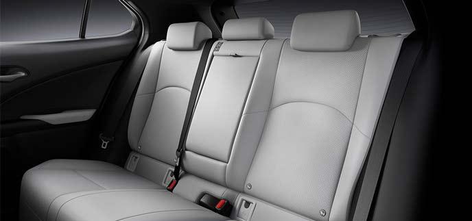 レクサス新型UXのグレーのシート