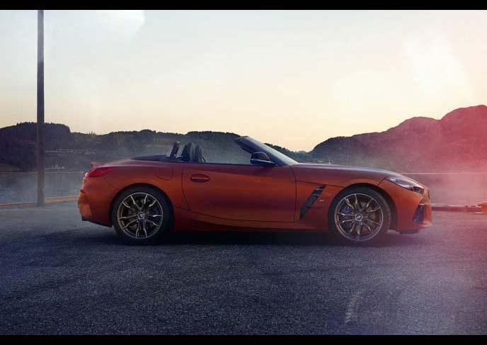 BMW新型Z4のサイドビュー