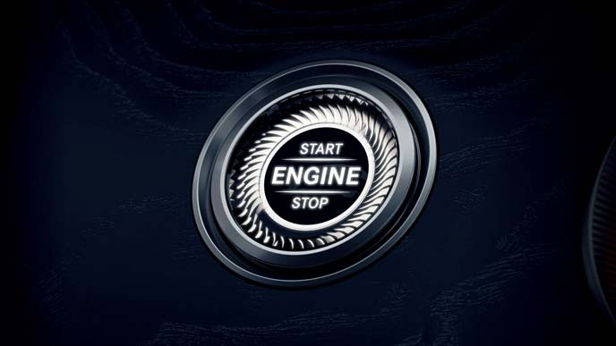 メルセデス・ベンツ新型CLSのキーレススタートボタン