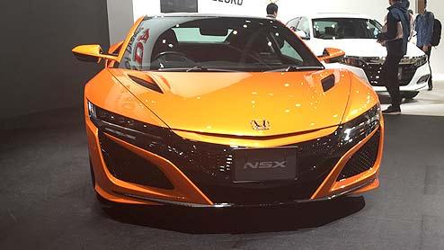 NSXがモデルチェンジ(改良モデル)で新たなボディカラーを設定し走行性能がアップする