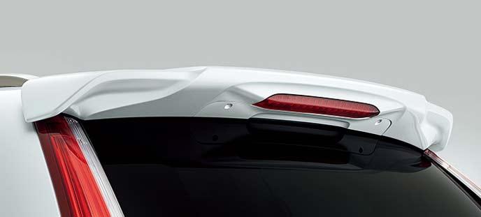 新型CR-Vのテールゲートスポイラー