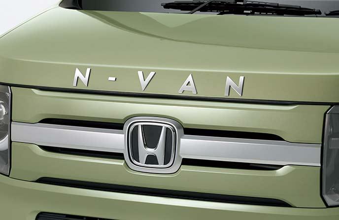 新型N-VANのフードエンブレム