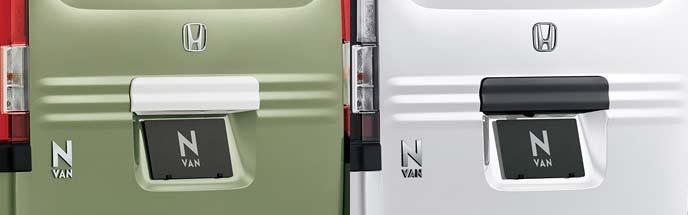 新型N-VANのリアライセンスガーニッシュ