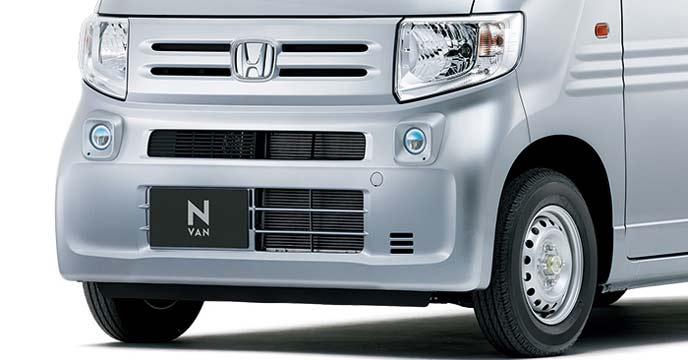 新型N-VANのクリアとイエローのフォグライト