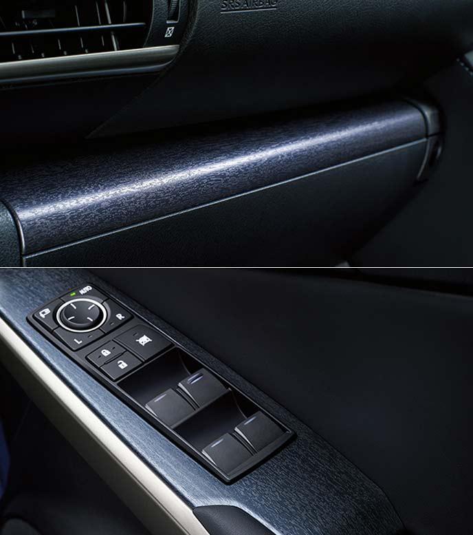 特別仕様車専用藍色フィルムを施したオーナメントパネル