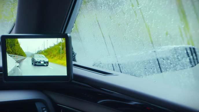 レクサスESの雨天時のデジタルアウターミラー
